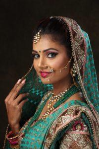 ヒンドゥー教徒の花嫁がつけるノーズティッカ