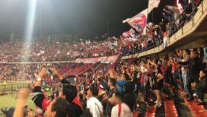 メデジンには大きなスタジアムがありサッカーの試合が頻繁に開催されます